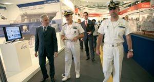 Negócios italianos vêm de porta-aviões
