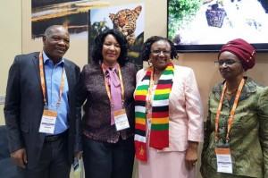 MINISTRA DO TURISMO DO ZIMBABWE (CENTRO DIR.) E ÂNGELA BRAGANÇA ( CENTRO ESQ), NA FEIRA DE TURISMO DE DURBAN FOTO: CEDIDA
