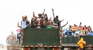 Camiões transportam congoleses repatriados voluntariamente na província da Lunda Norte FOTO: HENRI CELSO