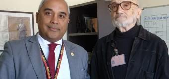 Adido Cultural concede audiência ao artista Dorindo Carvalho