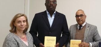 Faculdade de Letras da Universidade de Lisboa oferece livros à Embaixada de Angola em Portugal