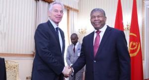 Presidente João Lourenço, (à dir.), recebe director do Instituto Tony Blair para Mudança Global FOTO: CORTESIA DE SANTOS PEDRO /EDIÇÕES NOVEMBRO