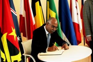 Embaixador de Angola durante a visita ao Centro Clínico Champalimaud (CCC)