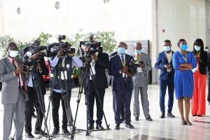 Jornalistas angolanos no cumprimento das suas actividades  Fotografia por: Pedro Parente