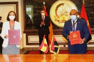 Assinatura de acordo entre os ministérios da indústria e comércio de Angola e de Espanha  Fotografia por: Pedro Parente