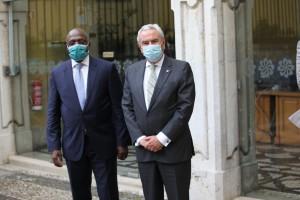 Ministro das Relações Exteriores, Téte António, acompanhado pelo Secretário-Executivo da CPLP, Francisco Ribeiro Telles.  Foto: Cedida